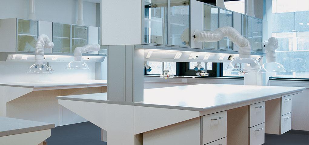 Laboratorieskabe og laboratorieinventar