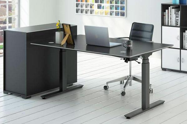 Flow hæve-sænke skrivebord med sort laminat