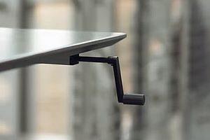 Håndsving til hæve-sænkebord med 4 ben