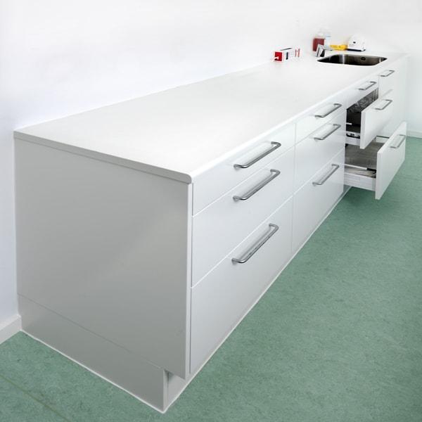 Bordplade i hvid laminat med postform