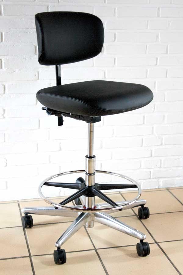 Studio 32 høj arbejdsstol med sort kunstlæder
